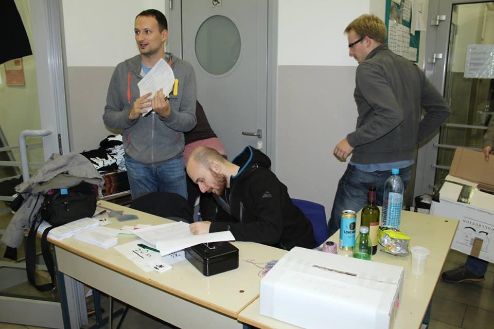 Dežurstvo SKOL-ovaca na registracijama (foto: Vlado Božić – SOŽ)