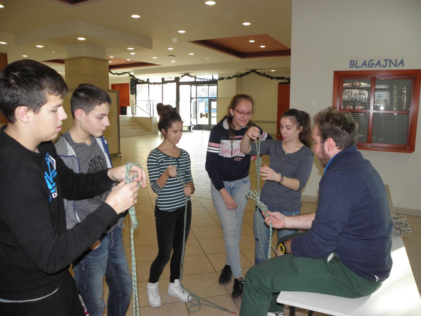 Vježbanje čvorova (foto: Smiljana Baran)
