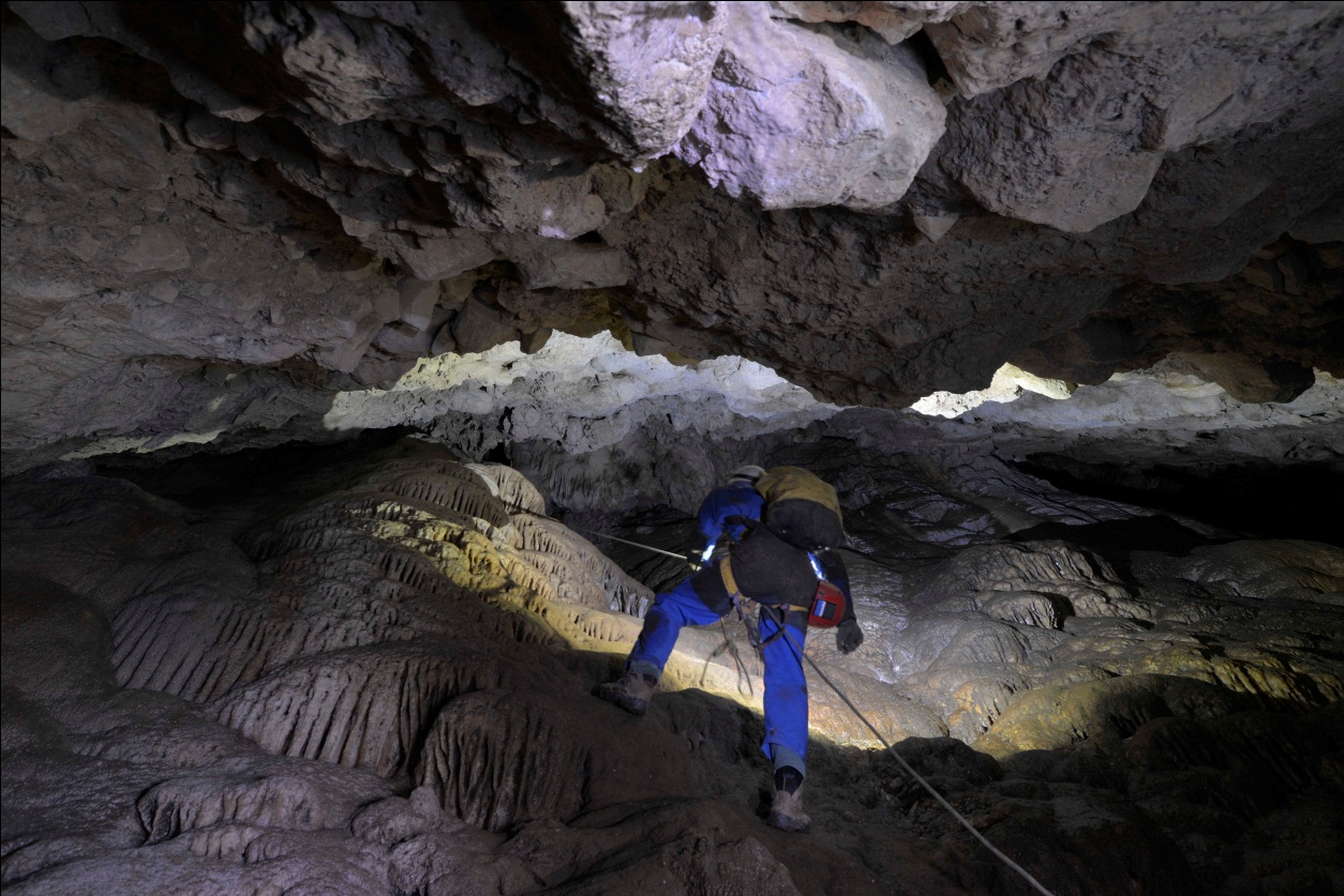 Speleolog u jami Ščipi (autor: Vedran Jalžić)