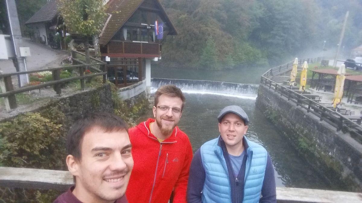 Slika 1. Tri mušketira nakon kave u Kamačniku